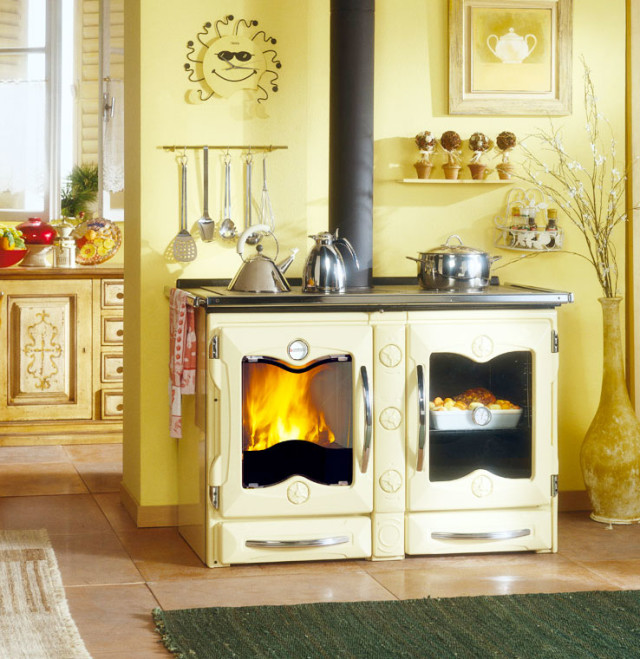 Cucine a legna tradizionali - modello America gialla.