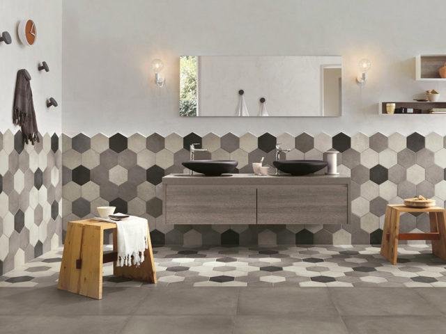 Rewind piastrelle esagonali posate in stanza da bagno, sia parete che pavimento.