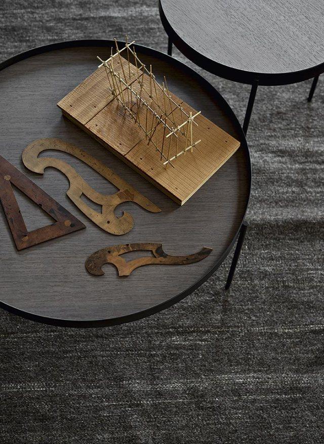 tavolini in legno e metallo stile vintage per arredare una casa insutrial.