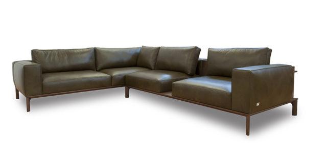 Place divano in pelle componibile di Doimo Salotti.