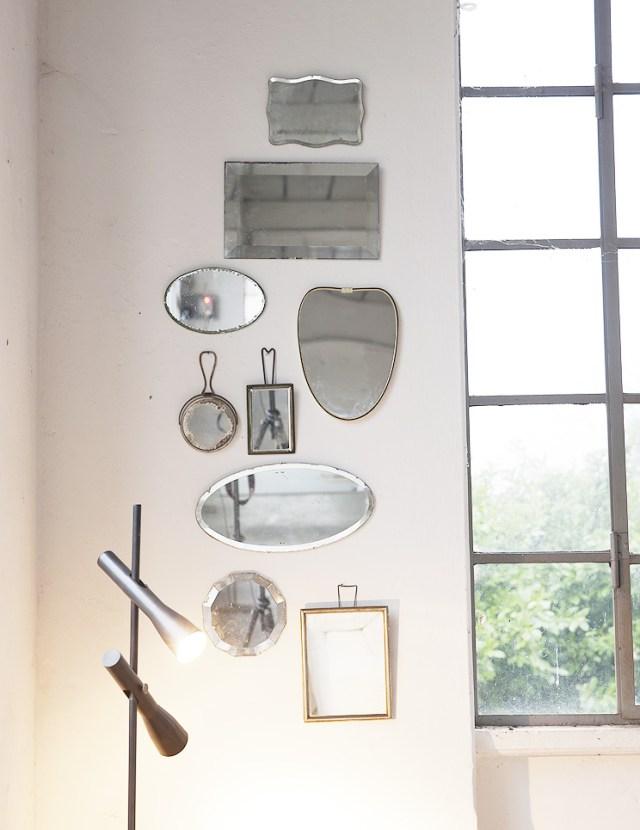 Gruppo di specchi vintage per decorare un angolo di casa.