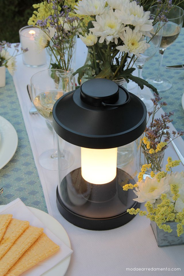 Philips Luce da giardino Abelia a led, ricaricabile e dimerabile.