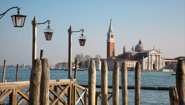 veduta di Venezia con le caratteristiche Briccole.
