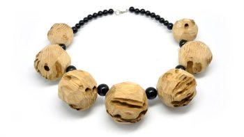 collana a sfere di legno di briccola veneziana.