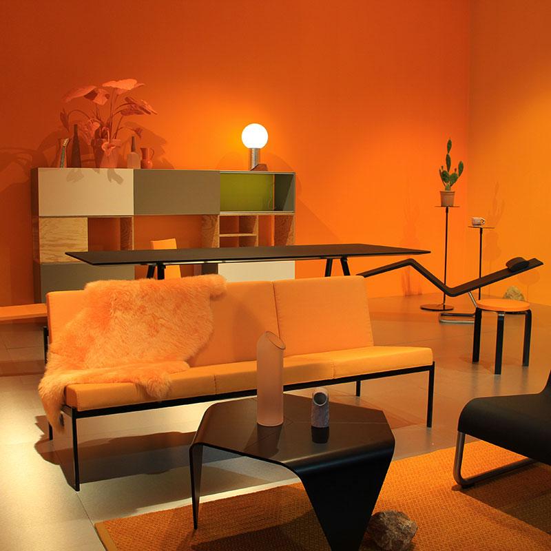 Salone del Mobile 2018 - Vitra allestimento arancione living