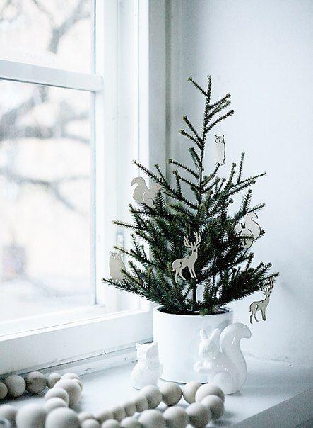 Plain interioris - christmas tree with deer decoration.