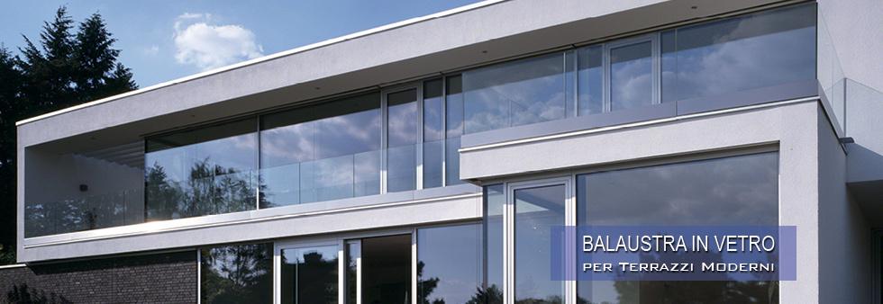 Ringhiera alta di vetro per un balcone in stile minimal. Listino Prezzi Parapetti E Ringhiere