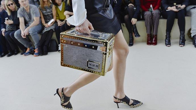 3a276fd25 El bolso baúl de Louis Vuitton ⋆ Moda en Calle