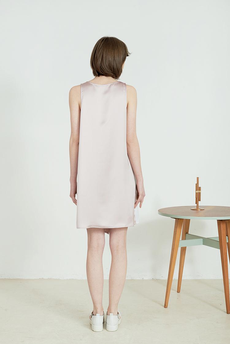 Printed dress by Anna Daubner on www.modagrid.com