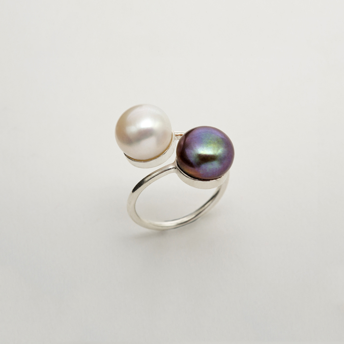 Ying Yang Ring by Born From Rock on www.modagrid.com