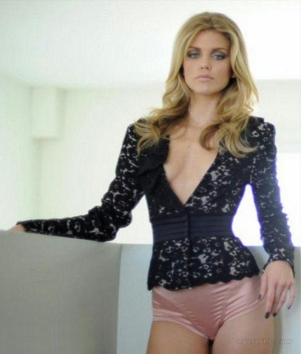 annalynne-mccord-fashion-journal-06
