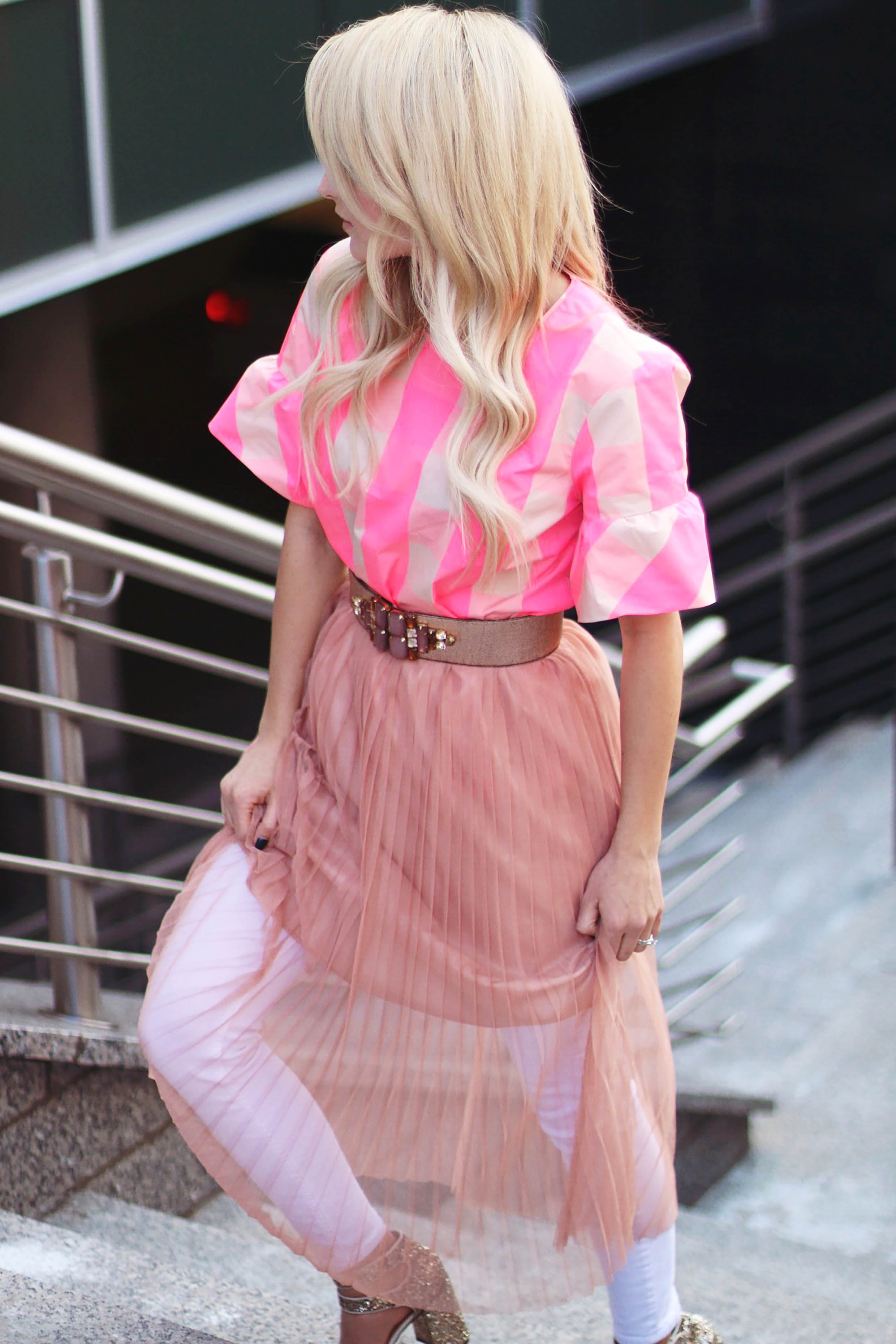Alena Gidenko of modaprints.com shares tips on wearing a skirt with jeans