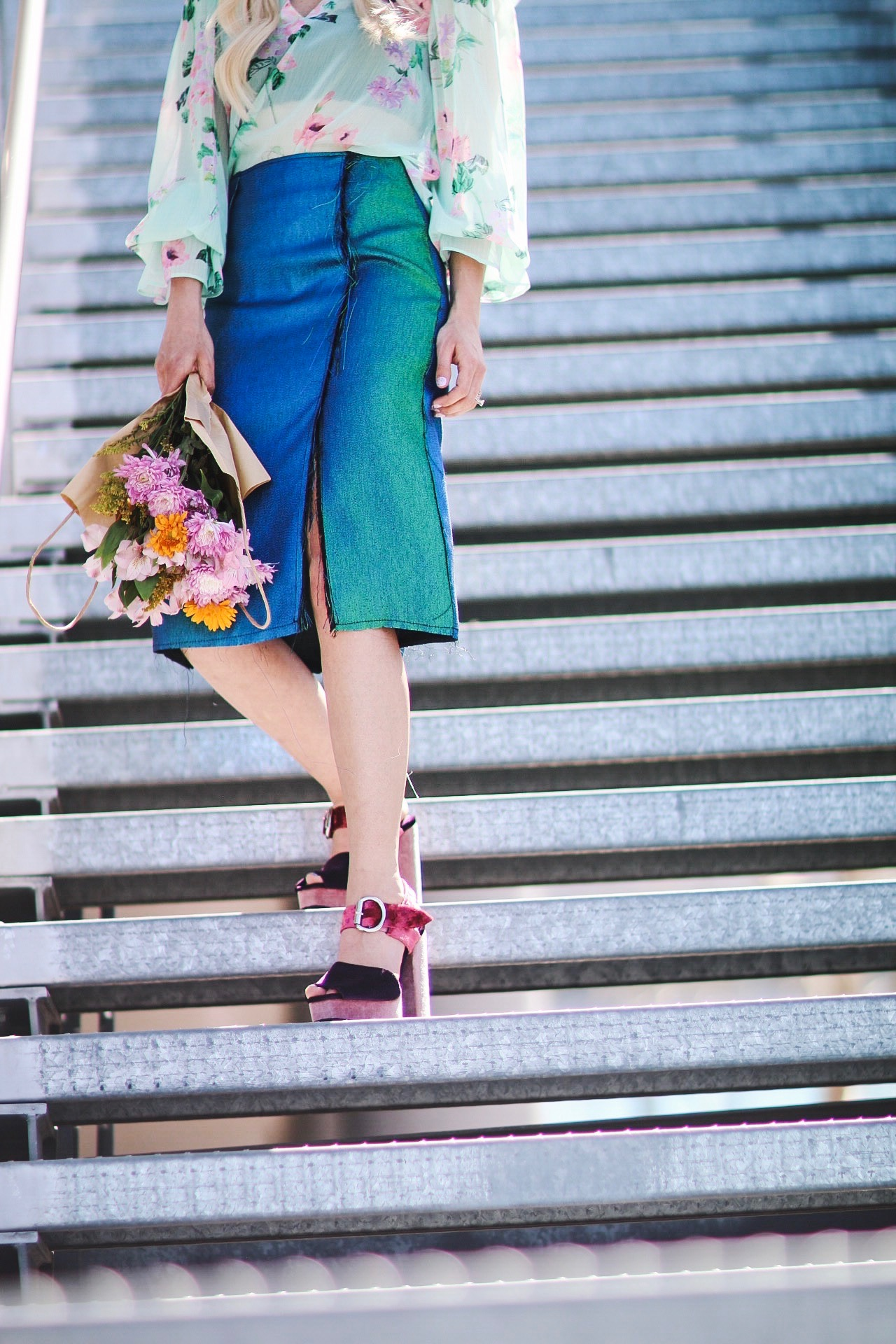 Alena Gidenko of modaprints.com styles a mermaid pencil skirt with a floral top for Spring