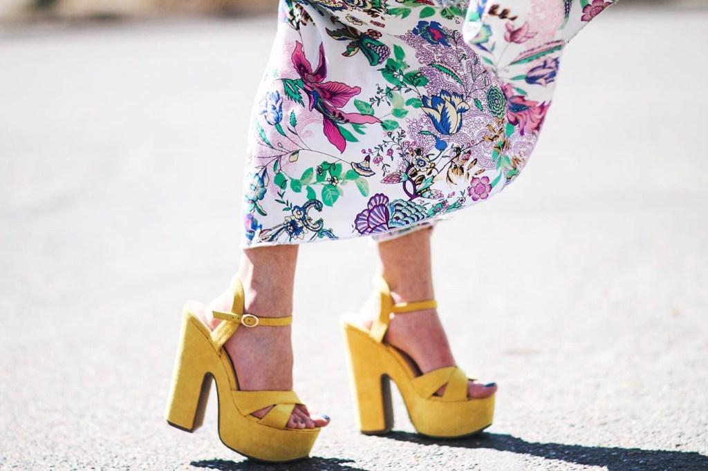 Alena Gidenko of modaprints.com styles a maxi floral dress for Spring