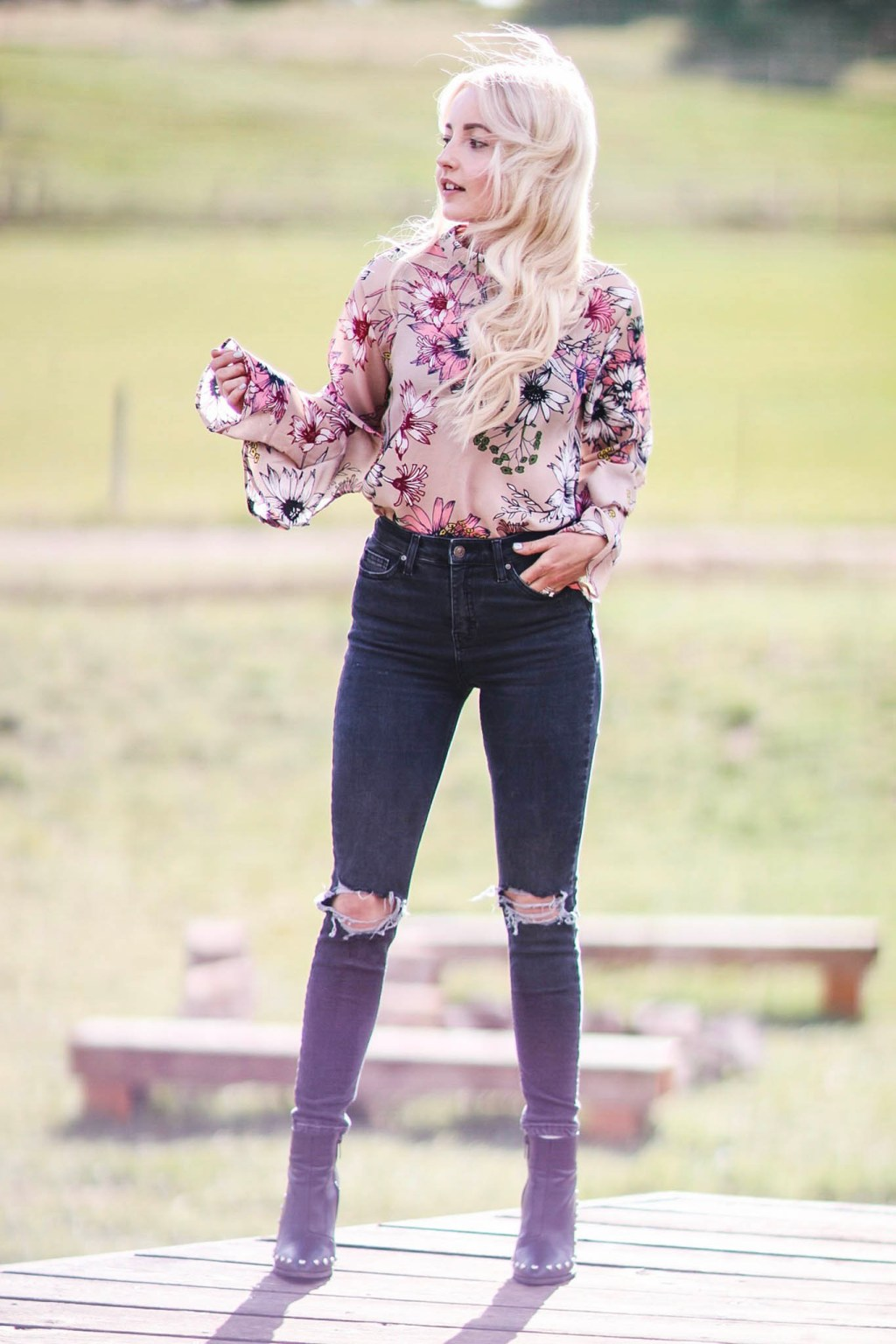 Alena Gidenko of modaprints.com styles a floral ruffled top with dark grey skinny jeans