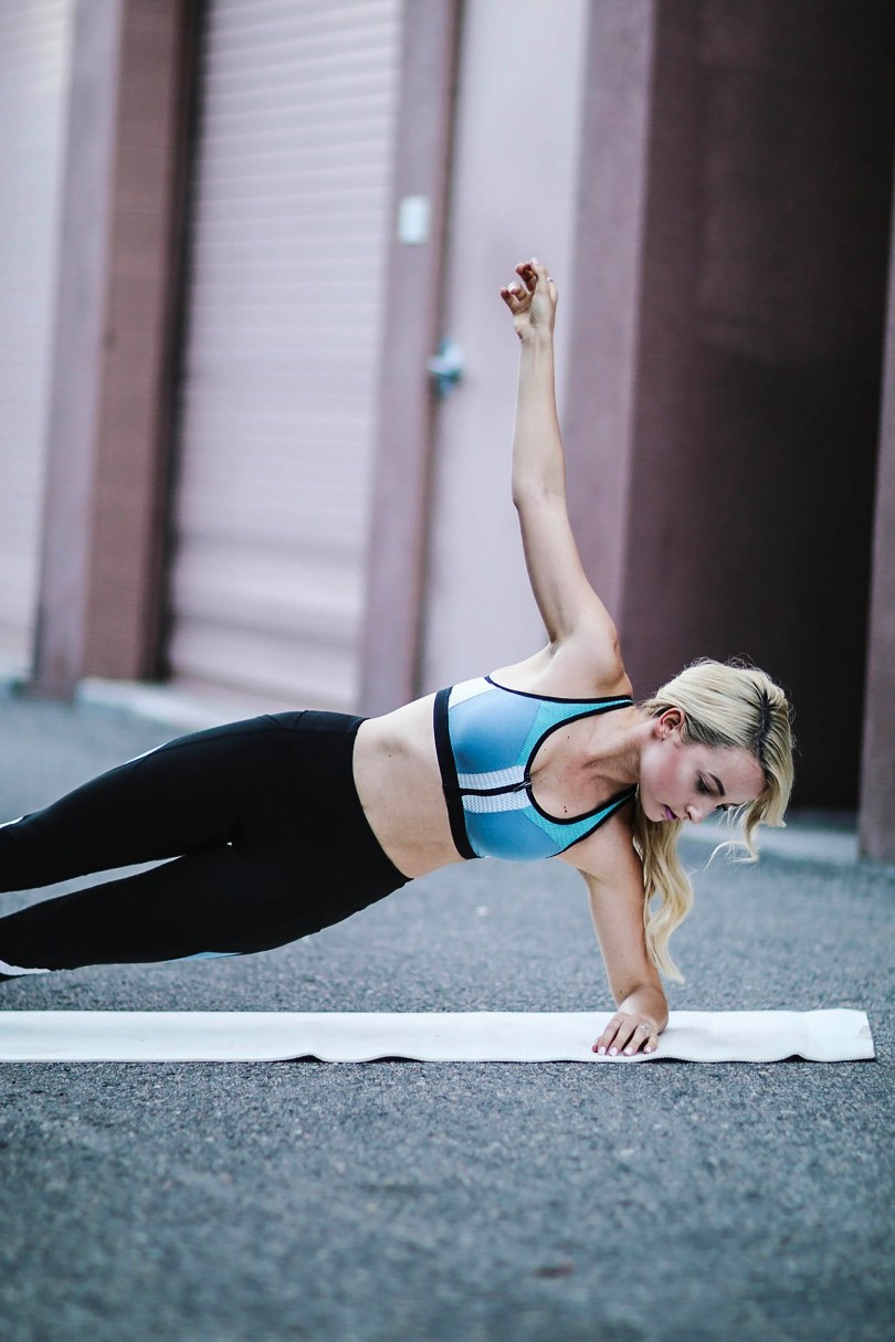 Alena Gidenko of modaprints.com shares her favorite 10 minute ab workout video