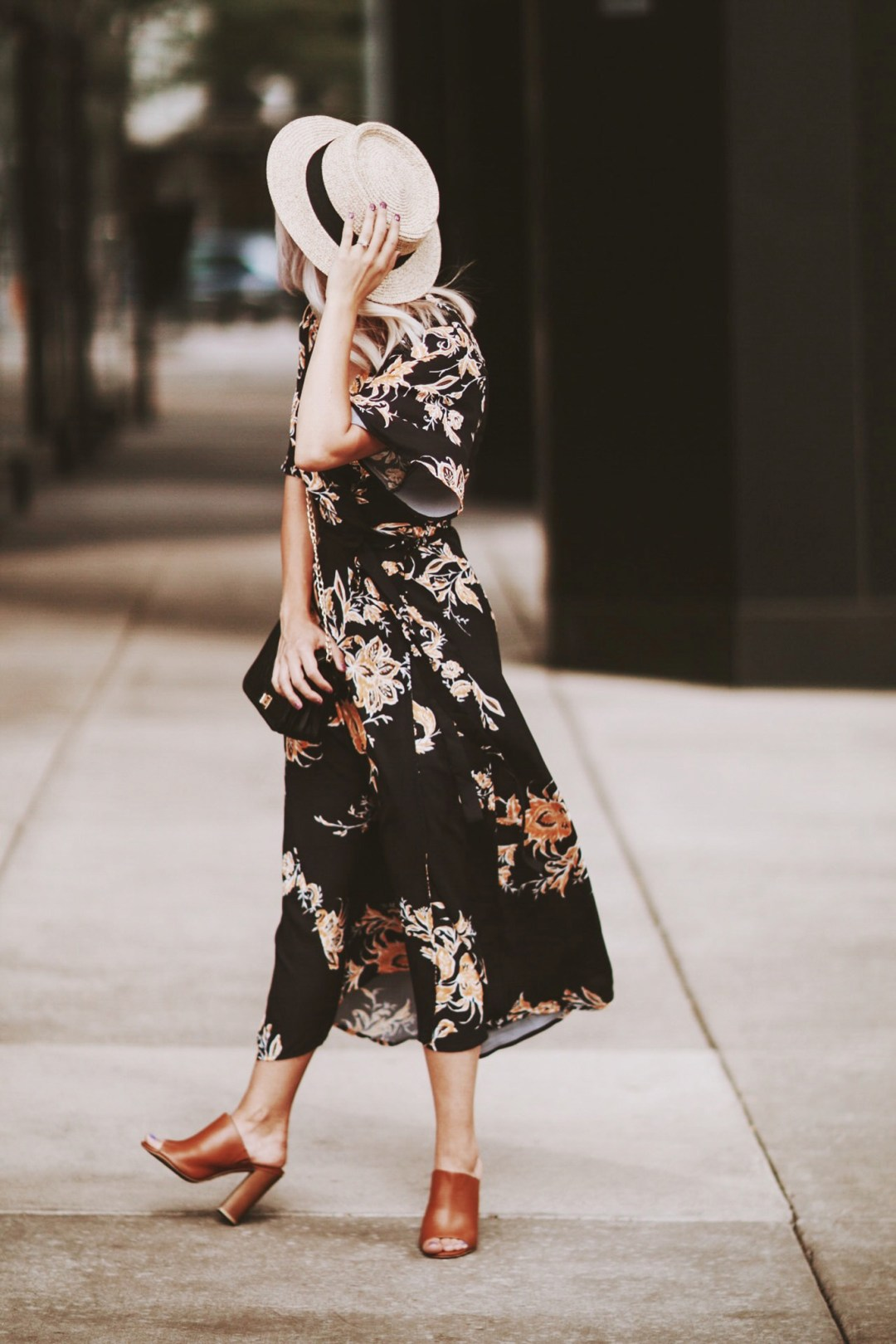 Alena Gidenko of modaprints.com styles a maxi floral dress with dark brown mules for Summer