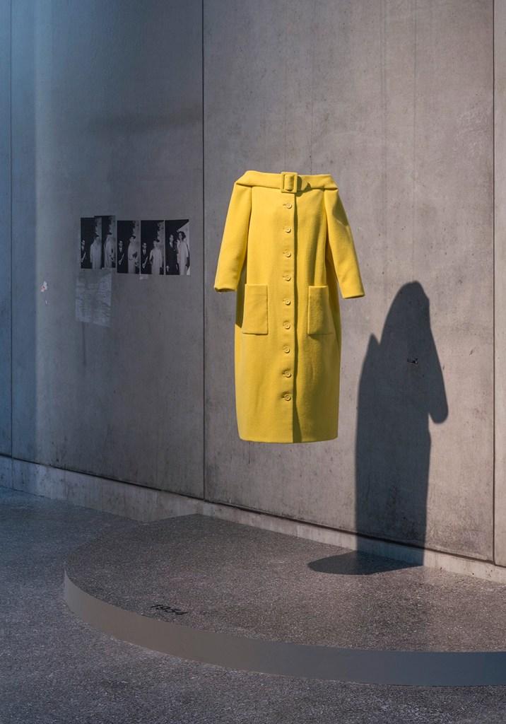 Karl Lagerfeld - Jas 1954 - eerste prijs winnaar van het internationaal wol secretariaat