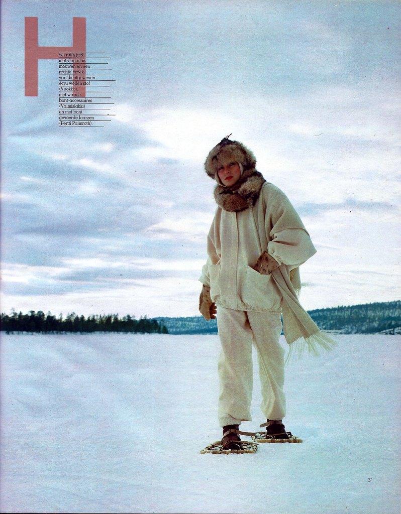Fotografie door Kai Lindholm in 1982 oktober Avenue België Avontuur in Lapland pagina 26 fashion model in de sneeuw met winterwitte wollen kleding bont en klassieke sneeuwschoenen