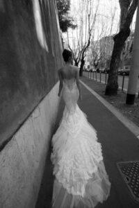 abito-sposa-sexy-lungo-strascico