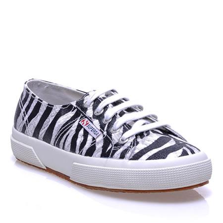 """""""Sneakers for Democracy"""" sloganıyla yola çıkan Sportsoul'un ayakkabı, tekstil ve aksesuar ürünlerinde sezon indirim kampanyası sizler için"""