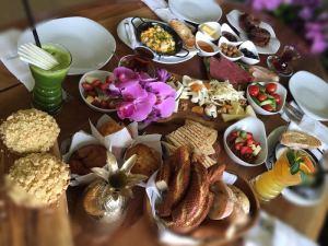 Yazın İstanbul'daysanız ve Pazar günü keyifli bir günü geçirmek istiyorsanız, kalabalıktan uzak Morini Teracce'ta bu essiz açık büfe kahvaltıyı kaçırmayın.