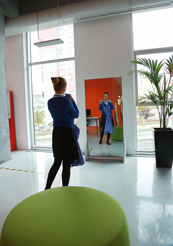 Başakşehir Living Lab'de hayata geçirilen proje ile hanımların kombin dertleri sona erecek.