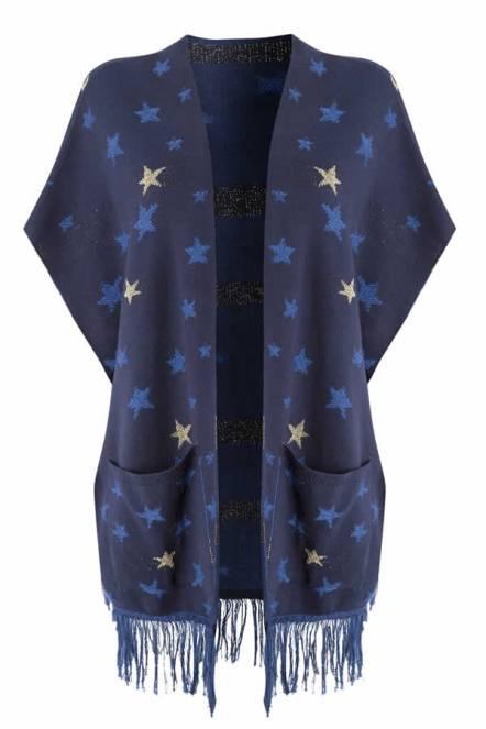 Debenhams tasarımcıları yeni sezonda nostalji havasını geometrik desenlerle yakalarken, aynı zamanda modern kesinlerden vazgeçmiyor. Kış sezonunun vazgeçilmezi oversize paltolar sokak modasını bir adım daha öteye taşıyacak. Son dönemlerin hit parçası kimono da kışa uygun formlardaki kumaşlarla koleksiyonda tutkunlarıyla buluşuyor.