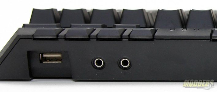 USB 2.0 passthrough and Audio ports