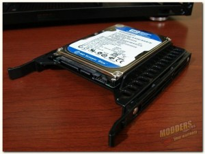 "2.5"" hdd or ssd in tray"