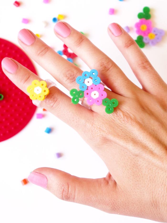 DIY-Hama-bagues fleurs bead-floral-rings_hand-cu