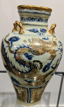 "Chinese vase with gold detail. Original presentation box included. 12.5"" h. Original price: $500.- Modele's Price: 250.-"
