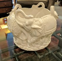 **ITEM NOW SOLD**Ceramic elephant planter.Purchased in Italy in the 90s. 110.-