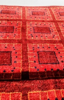 **ITEM NOW SOLD**Zagros Gabbeh Rug. Made in Iran. Original Price: $1825.- Modele's Price: 695.-