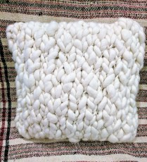 Chunky Crochet pillow by Homelosophy. Original List: $370.- Modele's Price: 95.-