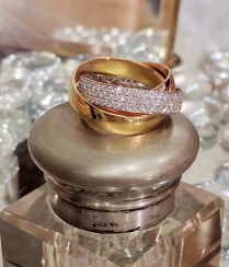 Ring, 18k yellow, white and rose gold rolling bands. 1.3ctw pave diamonds in white gold band. Modern. 4500.-
