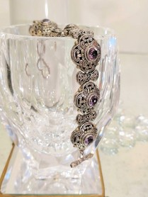 Bracelet: 18k yellow gold and sterling silver with amethysts, modern. 495.-