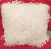 **ITEM NOW SOLD**Mongolian fur pillow. Double sided. 125.-