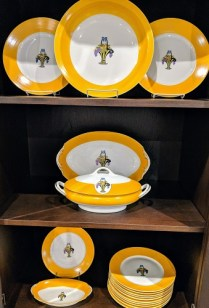 59 Piece set of F. LeGrand & Cie. Limoges china. c. 1925 28 dinner plates, and many serving pieces. 950. set