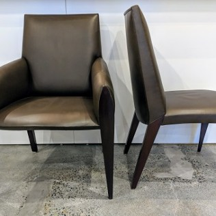 Set/10 Dakota Jackson 'Ke-Zu' dining chairs in leather. 2 armchairs/8 side chairs. Current list: over $30,000. Modele's Price: 9750.- set