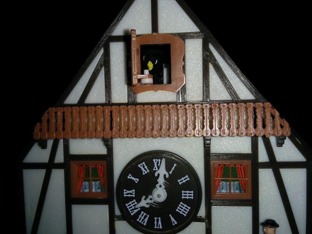 1. Weltgrößte Kuckucksuhr (Schonach im Schwazwald) als Modell auf der Modellbahn