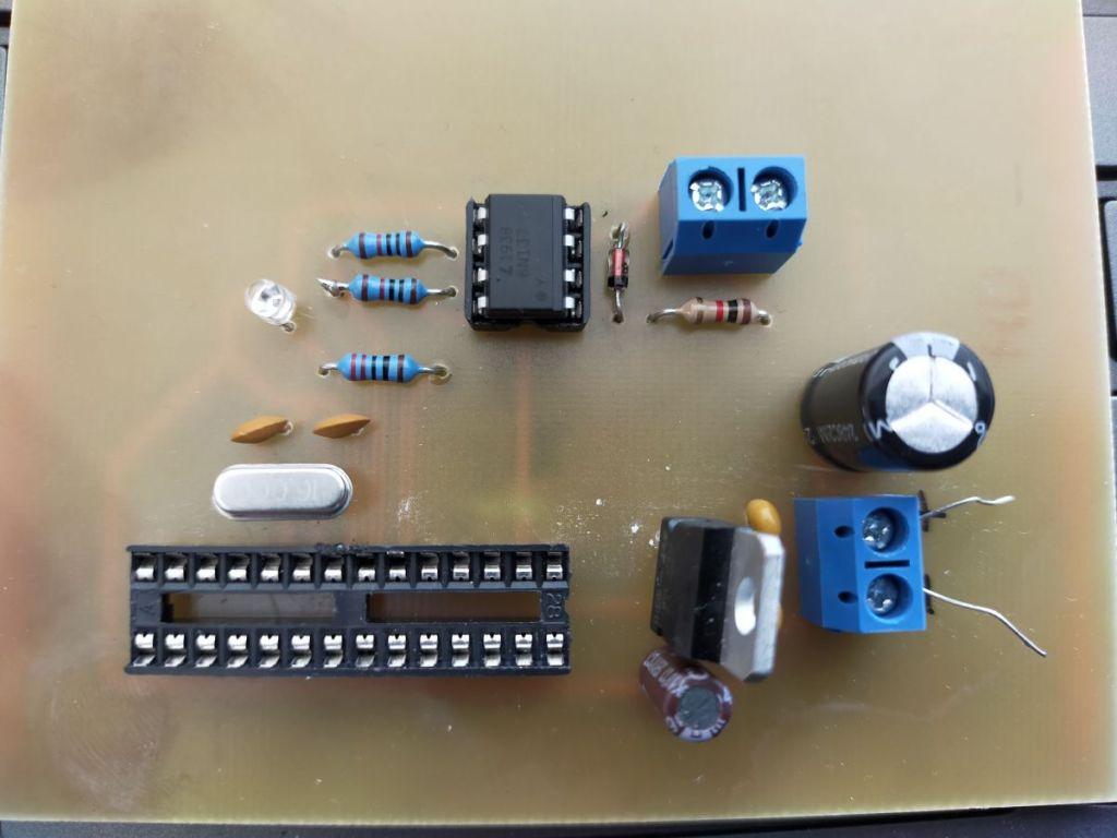 DCC Decoder Prototyp für Modellbahn