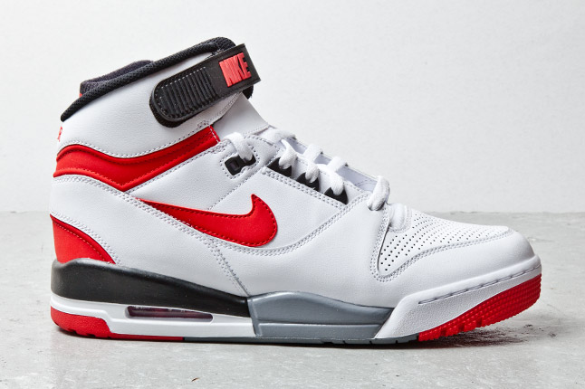 nike-air-revolution-white-red-black-4