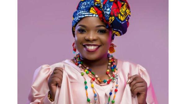 Singer Amelia Nambala