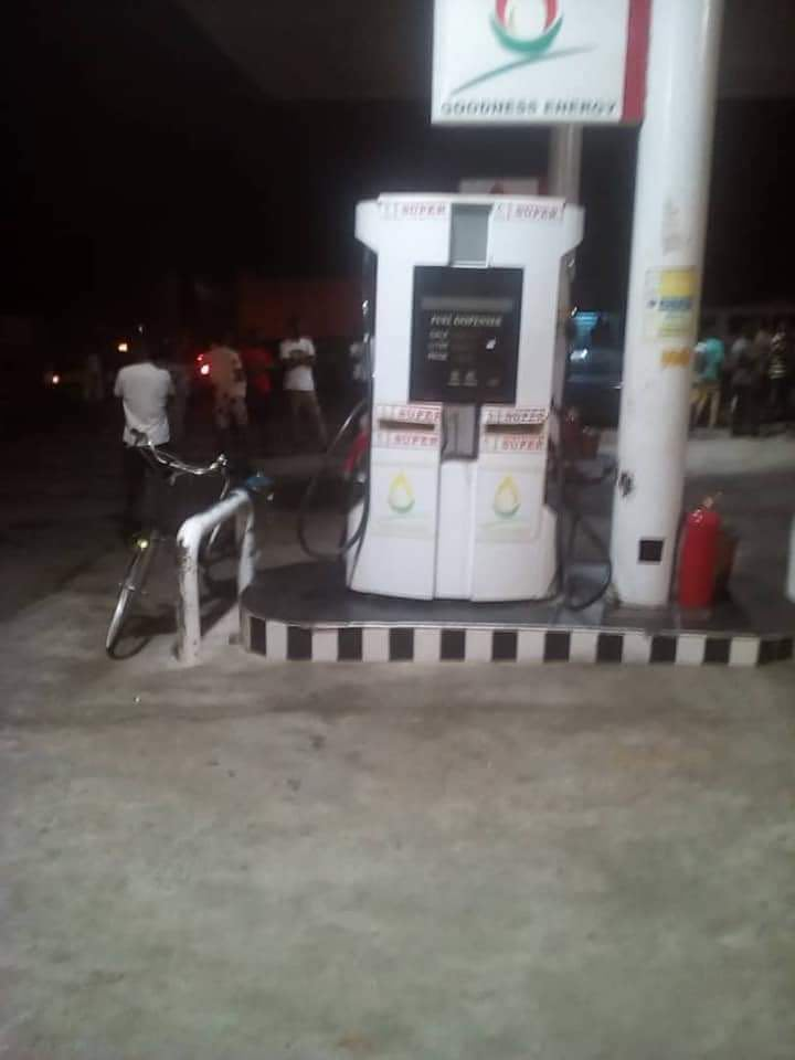 One-Shot Dead As Robbers Attack Filling Station On Easter Monday