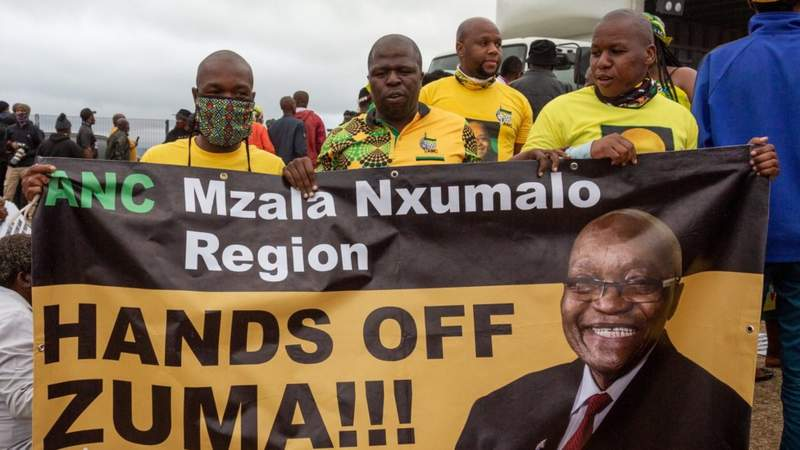 Zuma supporters gather to prevent his arrest