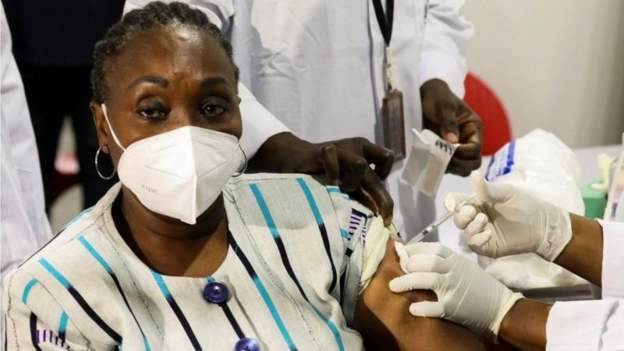 Nigeria to bar unvaccinated civil servants from offices