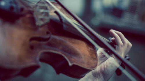 Playing-violinist