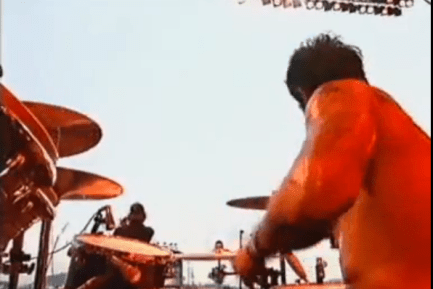 Queens Of The Stone Age (Video) : Joey Castillo