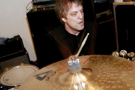 Kevin Fitzgerald of 400 Blows : Modern Drummer